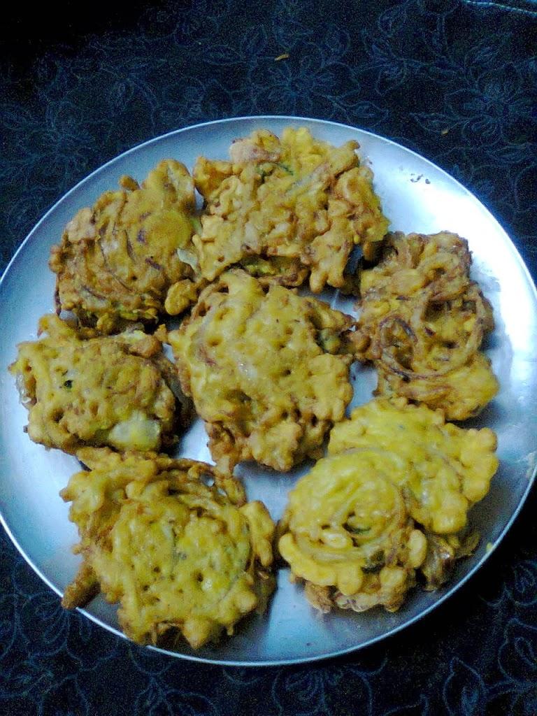 Onion Fritters / Onion Pakora / Peyaji