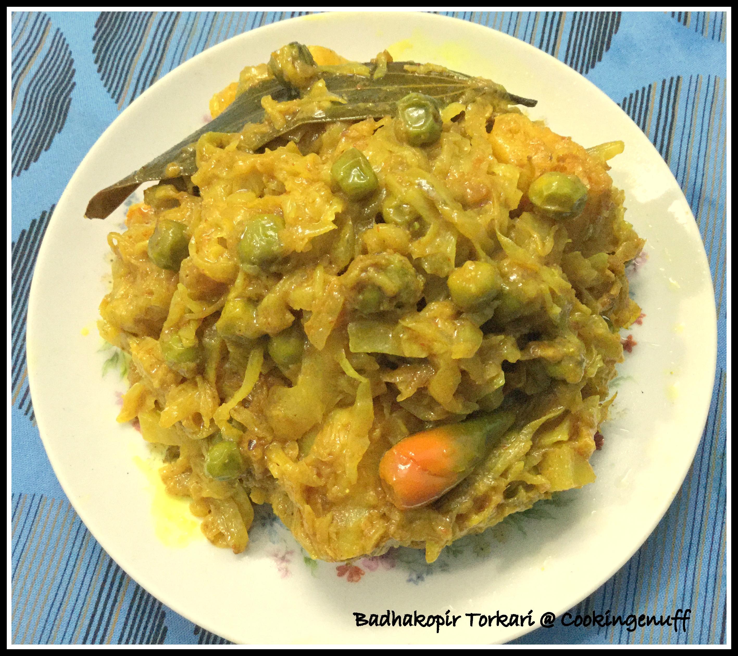 Dry Cabbage Curry / Bandhakopir Tarkari /Cabbage With Peas