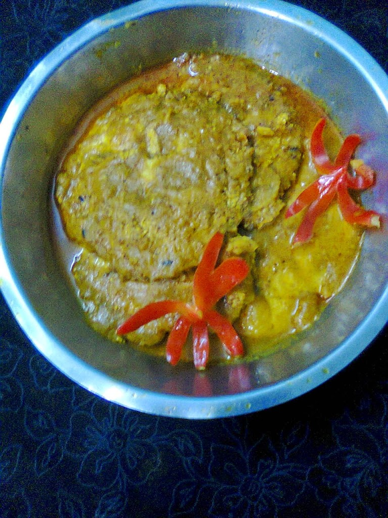 Fish egg roe curry fish egg omelette in gravy for How to cook fish eggs
